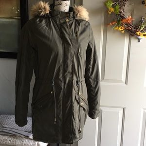 Like-new Mossimo puffer coat olive green